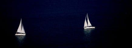 Due barche di navigazione alla notte Immagini Stock Libere da Diritti