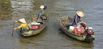 Due barche a Phong Dien Floating Market Fotografie Stock