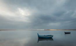 Due barche su acqua Fotografie Stock Libere da Diritti