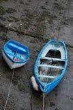Due barche sulla riva Fotografie Stock Libere da Diritti