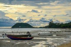 Due barche sulla spiaggia del mare Fotografia Stock Libera da Diritti