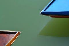 Due barche taglienti Fotografia Stock