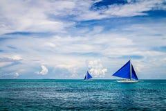 Due barche a vela nel mare, isola di Boracay, Filippine Fotografie Stock