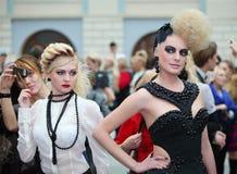 Due bei modelli con il hairdo straordinario immagine stock libera da diritti