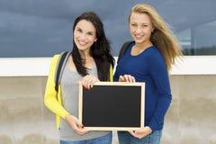 Due bei studenti adolescenti Fotografia Stock Libera da Diritti