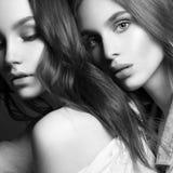 Due belle ragazze Coppie belle Abbraccio delle donne Immagine Stock Libera da Diritti