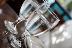 Due bicchieri d'acqua Fotografie Stock Libere da Diritti