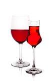Due bicchieri di vino con vino rosso Fotografia Stock