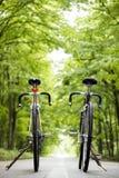 Due biciclette immagini stock