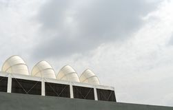 Duże biel drymby na niebieskim niebie Zdjęcia Stock