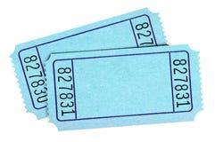Due biglietti blu in bianco di concerto di tombola isolati su bianco fotografie stock libere da diritti