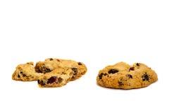Due biscotti con l'uva passa tagliata nei pezzi Fotografie Stock