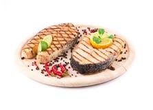 Due bistecche di color salmone sul vassoio Fotografia Stock Libera da Diritti