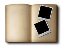 Due blocchi per grafici della foto sul vecchio libro aperto fotografia stock libera da diritti
