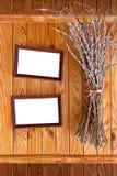 Due blocchi per grafici di legno con il mazzo di salice Fotografia Stock