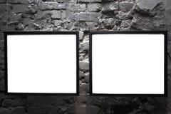 Due blocchi per grafici vuoti sul muro di mattoni Immagini Stock Libere da Diritti