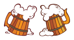 Due boccali con coperchio con una birra Immagini Stock Libere da Diritti