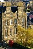 Due cabine telefoniche rosse in Città Vecchia, Edimburgo, Scozia Fotografie Stock