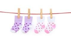 Due calzini del bambino di accoppiamenti fotografia stock libera da diritti