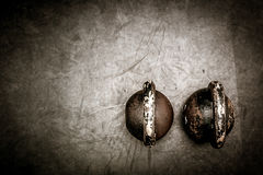 Due campane del bollitore sul pavimento Immagini Stock Libere da Diritti