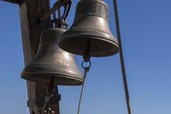 Due campane di rame della chiesa Immagini Stock