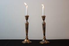 Due candele brucianti per Shabbat Immagini Stock Libere da Diritti