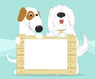 Due cani che tengono una superficie di legno Fotografia Stock