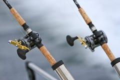 Due canne da pesca e bobine di Downrigger Fotografie Stock Libere da Diritti