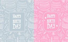 Due cartoline d'auguri con gli elementi disegnati a mano di compleanno del modello Dolci di celebrazione e vari dolci Fotografie Stock