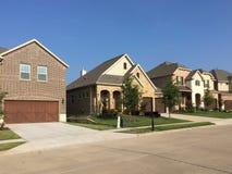 Due case dei pavimenti in TX suburbano Fotografia Stock