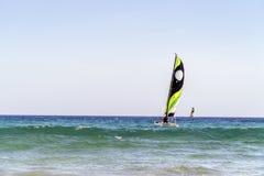 Due catamarani sulla costa di Fuerteventura, penisola di Jandia, Spagna fotografia stock