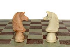 Due cavalli di marmo di scacchi Fotografie Stock Libere da Diritti