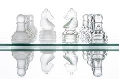 Due cavalli di scacchi, guerra faccia a faccia di affari Fotografia Stock