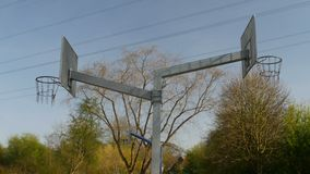Due cerchi di pallacanestro con le nuvole stock footage