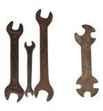Due chiavi ed una chiave a brugola su un fondo bianco Fotografia Stock Libera da Diritti