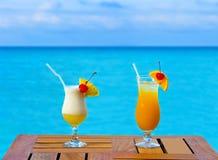 Due cocktail sulla tabella immagini stock