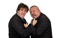 Due colleghi arrabbiati di affari durante la discussione, isolata su fondo bianco immagini stock libere da diritti