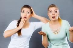 Due colpiti e donne stupite Fotografia Stock Libera da Diritti
