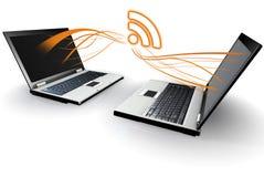Due computer portatili che comunicano RSS Immagini Stock Libere da Diritti