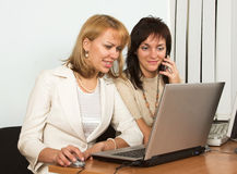 Due con il computer portatile Immagine Stock