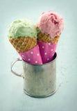 Due coni gelati fotografie stock