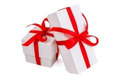 Due contenitori di regalo bianchi Fotografie Stock