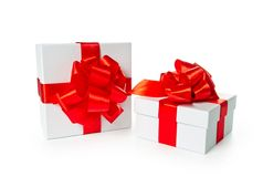 Due contenitori di regalo bianchi del quadrato del pasteboard Immagini Stock