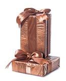Due contenitori di regalo su bianco Fotografie Stock Libere da Diritti