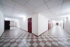 Due corridoi con le porte di legno Fotografia Stock