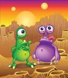 Due creature straniere del fumetto su un fondo di ali illustrazione di stock