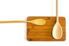 Due cucchiai di legno su un tagliere Immagine Stock Libera da Diritti