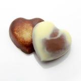 Due cuori del cioccolato isolati su fondo bianco Fotografia Stock