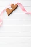 Due cuori di legno con il nastro rosa Immagine Stock Libera da Diritti