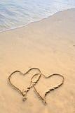 Due cuori dissipati in spiaggia Fotografia Stock Libera da Diritti